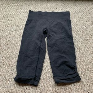 Lululemon Crop Tights Sz 6/8